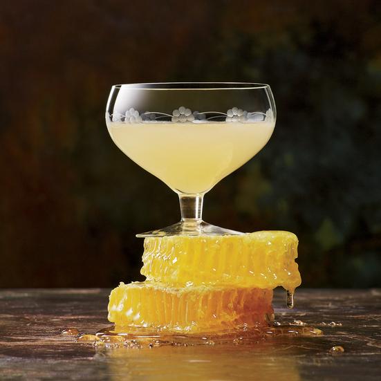 Cách sử dụng mật ong pha đồ uống cocktail