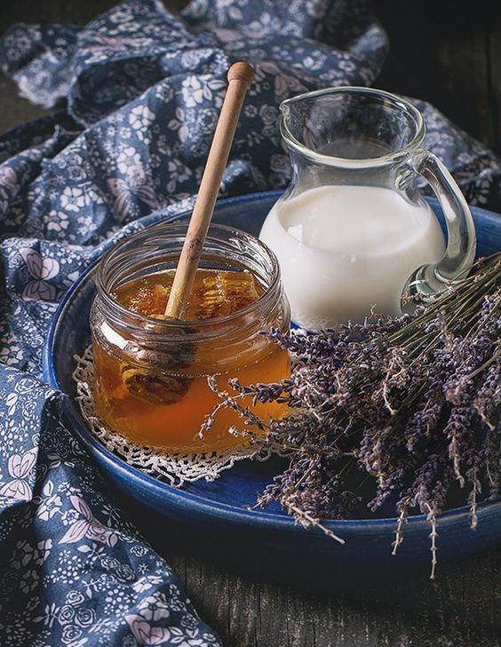 cách trị nám bằng mật ong và tinh dầu oải hương