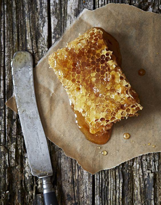 Tẩy da chết tại nhà bằng cà phê mật ong detox cho da