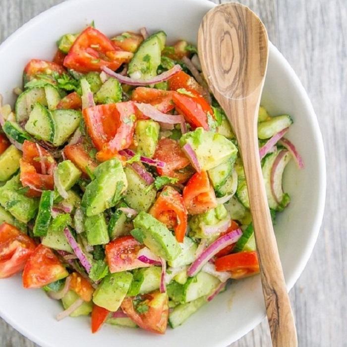 cách giảm cân hiệu quả với salad bơ, dưa chuột, cà chua
