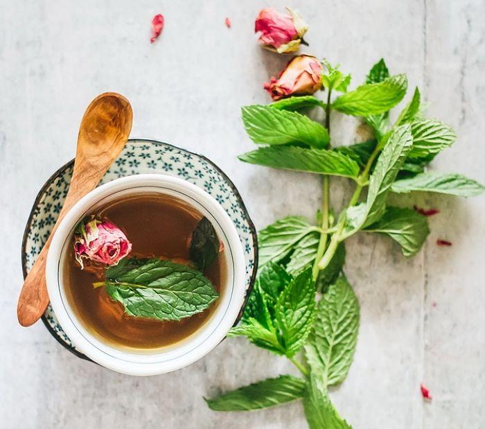 làm trà detox với chanh mật ong