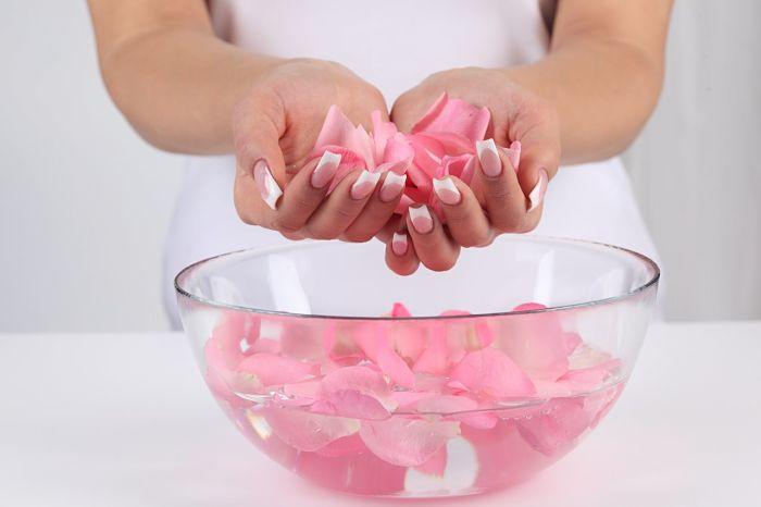 tự làm nước hoa hồng tại nhà