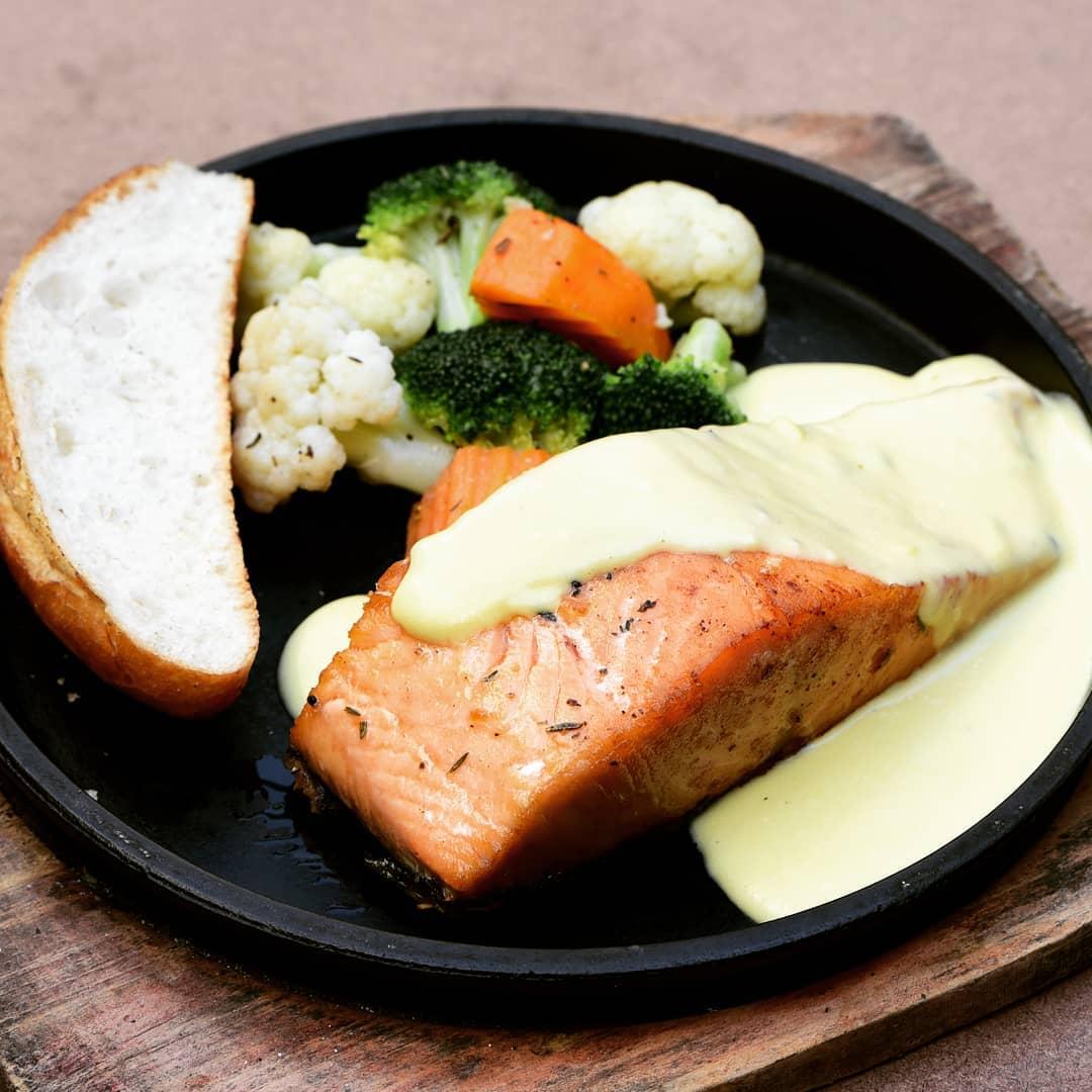 cá hồi thực phẩm giúp cân bằng nội tiết tố nữ tự nhiên
